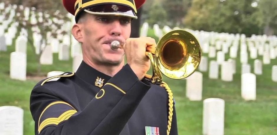 (VIDEO) A SPECIAL STORY ABOUT A GREAT AMERICAN WHO HONORS DECEASED VETERANS WITH A PERSONAL TOUCH