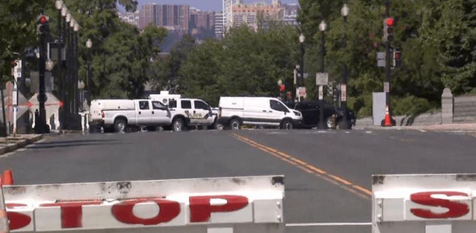Breaking News: Truck Thought To Be Loaded With Explosives Found Near Library Of Congress – Developing [Video]
